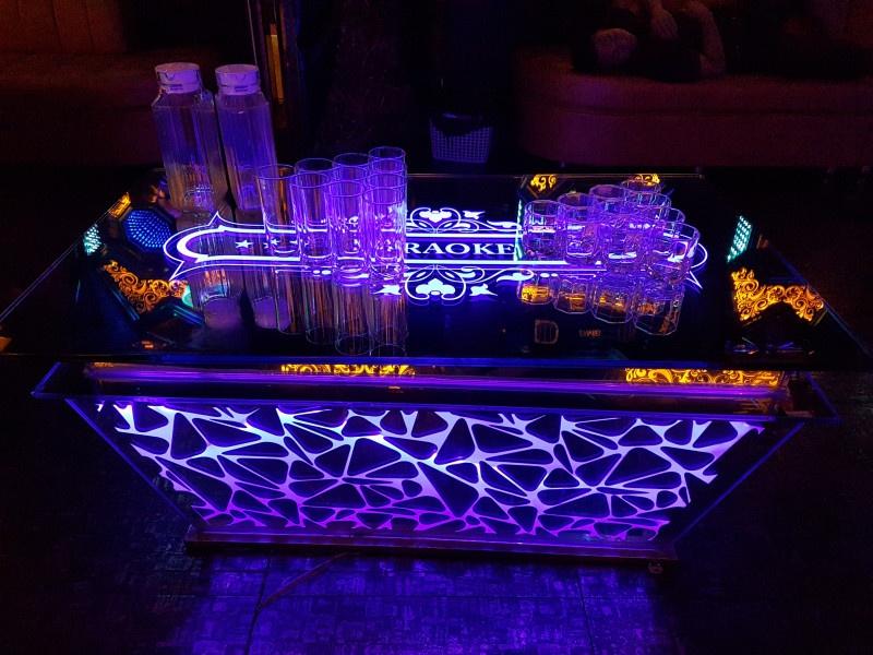 Bàn kính karaoke đẹp