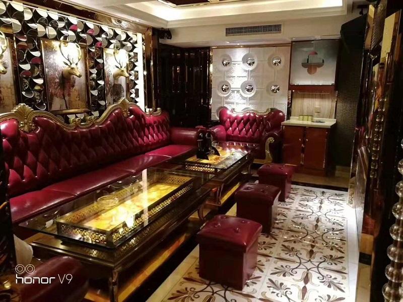 Ghế sofa karaoke hoàng gia màu đỏ ấn tượng