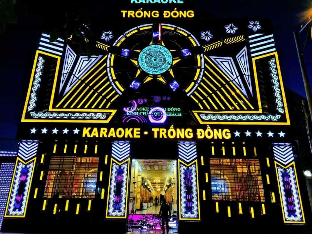 Mặt tiền karaoke Trống Đồng