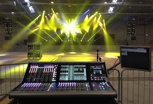 Đơn vị setup ánh sáng sân khấu chuyên nghiệp